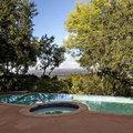 Luxus panoráma Annette Bening medencéjéből