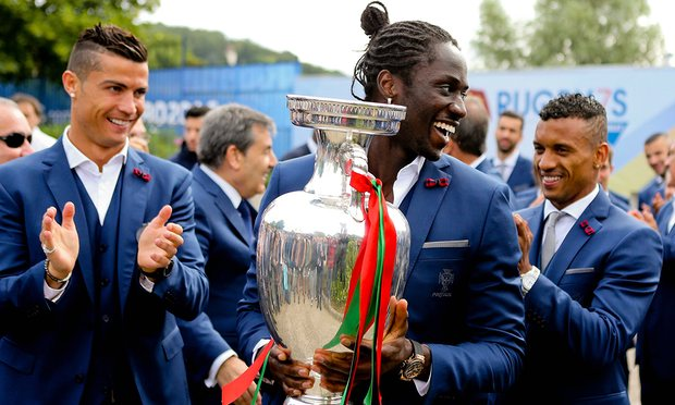 eder-with-the-trophy.jpg