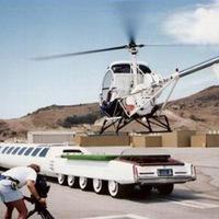 Luxusautókkal urizál a kormány