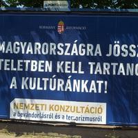 Orbán takarítsa el gyűlölet-plakátjait Pesterzsébet köztereiről!