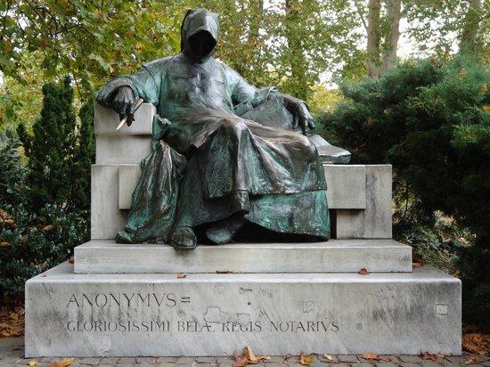 anonymus-szobor-anonymous.jpg