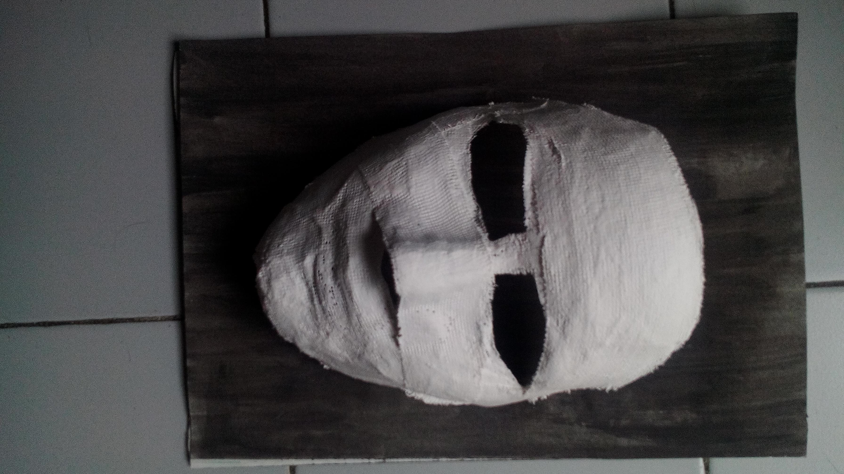 A börtönben a héten farsang alkalmából egymás arcára vizes gipszes papírt tettünk, majd megszaradás után levettük. Ezt az egyig srác csinálta az én arcom segítségével :) (ez lett a legjobb mindközül)