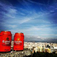 Kilátás sörrel Barcelonára