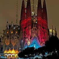 Ünnepi fényjáték a Sagrada Família falain