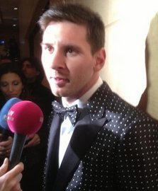 Messi-con-su-smoking-a-topos.jpg