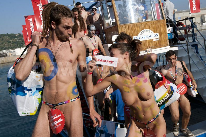 naked-party-04.jpg