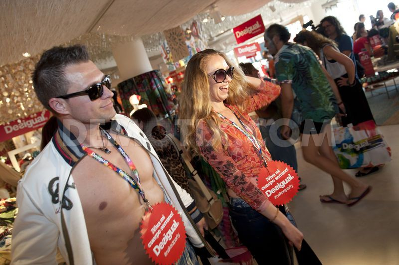 naked-party-07.jpg