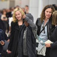 Madonna a JFK reptéren (2014. augusztus 27.)