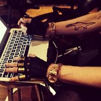 Madonna Diplóval dolgozik