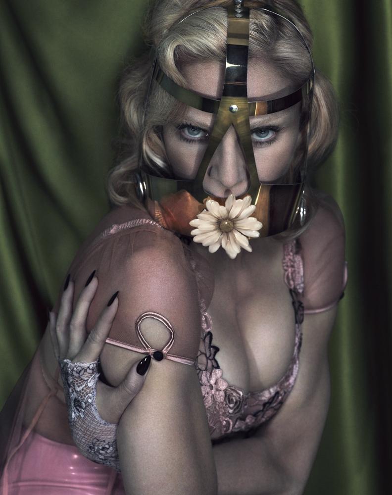 20141201-pictures-madonna-interview-magazine-alas-piggott-spread-04.jpg