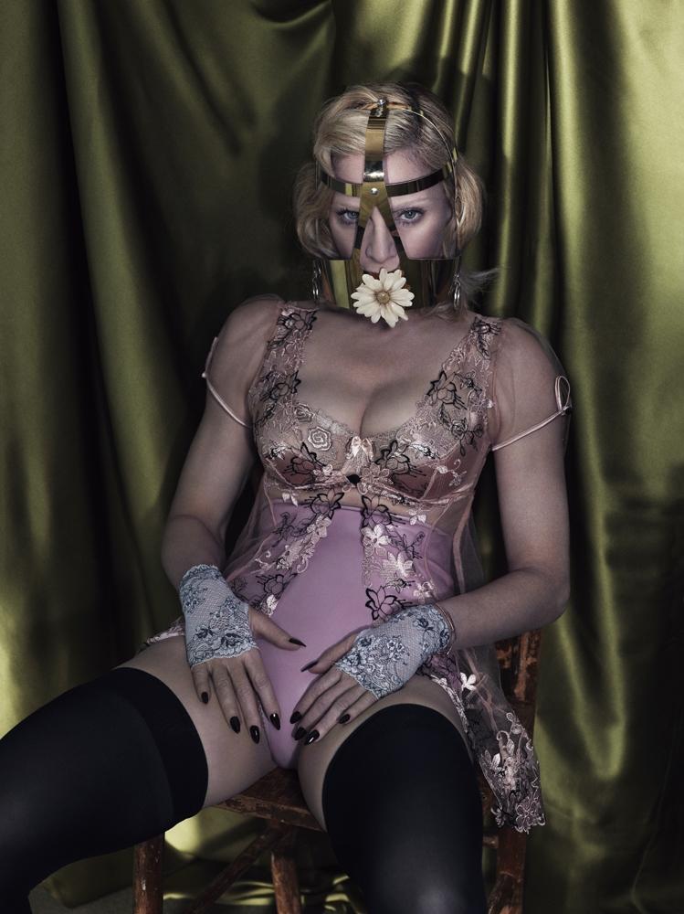 20141201-pictures-madonna-interview-magazine-alas-piggott-spread-13.jpg
