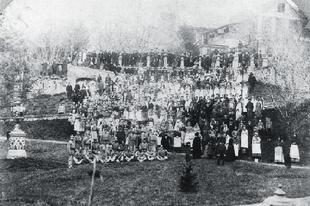 125 éves kép a Zsolnay gyár munkásairól
