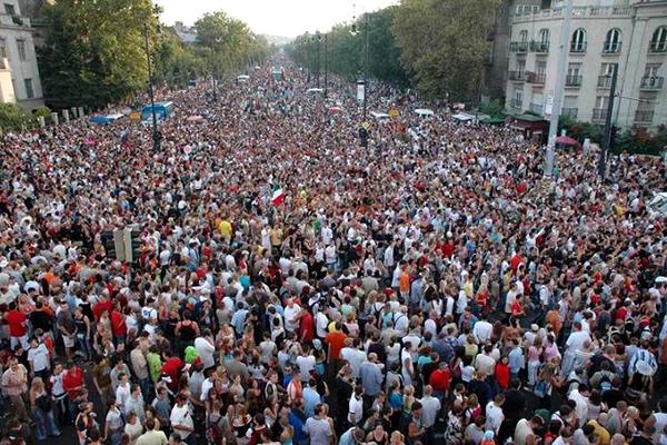 20130706_budapest_pride_melegfelvonulas_2013_Hosok_tere_Andrassy_ut_tizezer_fo.jpg