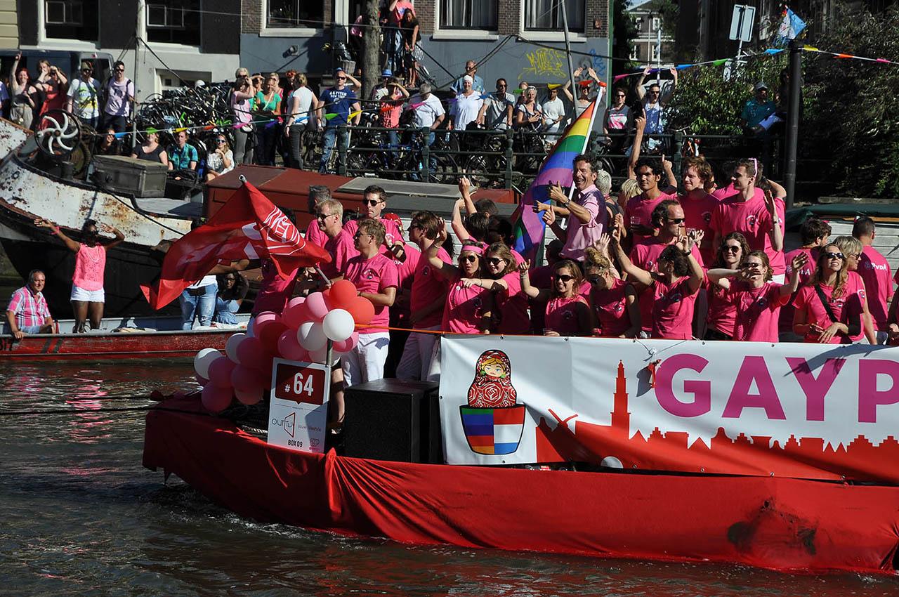 Amsterdam_Amszterdam_Pride_melegfelvonulas_csonak_PvdA_Munkaspart_part_reszvetel_Jeroen_Dijsselbloem.jpg