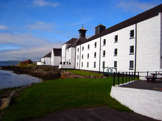 laphroaig_distillery_islay_geograph_org_uk_550662.jpg