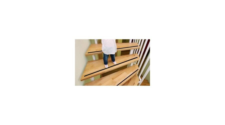 Védelem a lépcsőknél különösen fontos kicsiknél és öregeknél egyaránt.