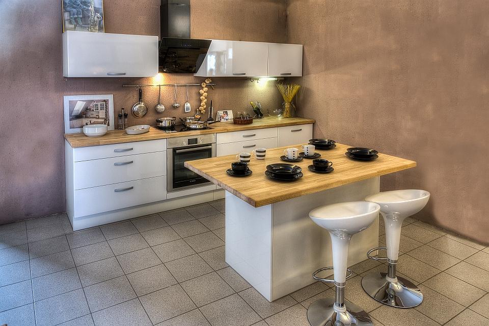 Bükkfa munkapult különleges természetes hatást biztosít a konyhádban.