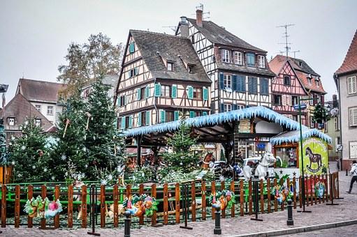 christmas-market-242760_340.jpg