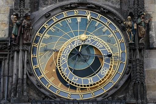 astronomical-clock-220128_340.jpg