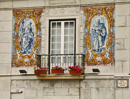 balcony-1585914_340.jpg
