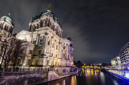 berlin-1882401_340.jpg