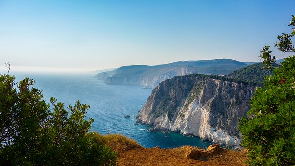 cliff-1699313_340.jpg