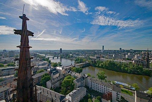 frankfurt-2355920_340.jpg