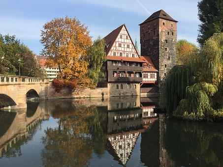 nuremberg-1916103_340.jpg