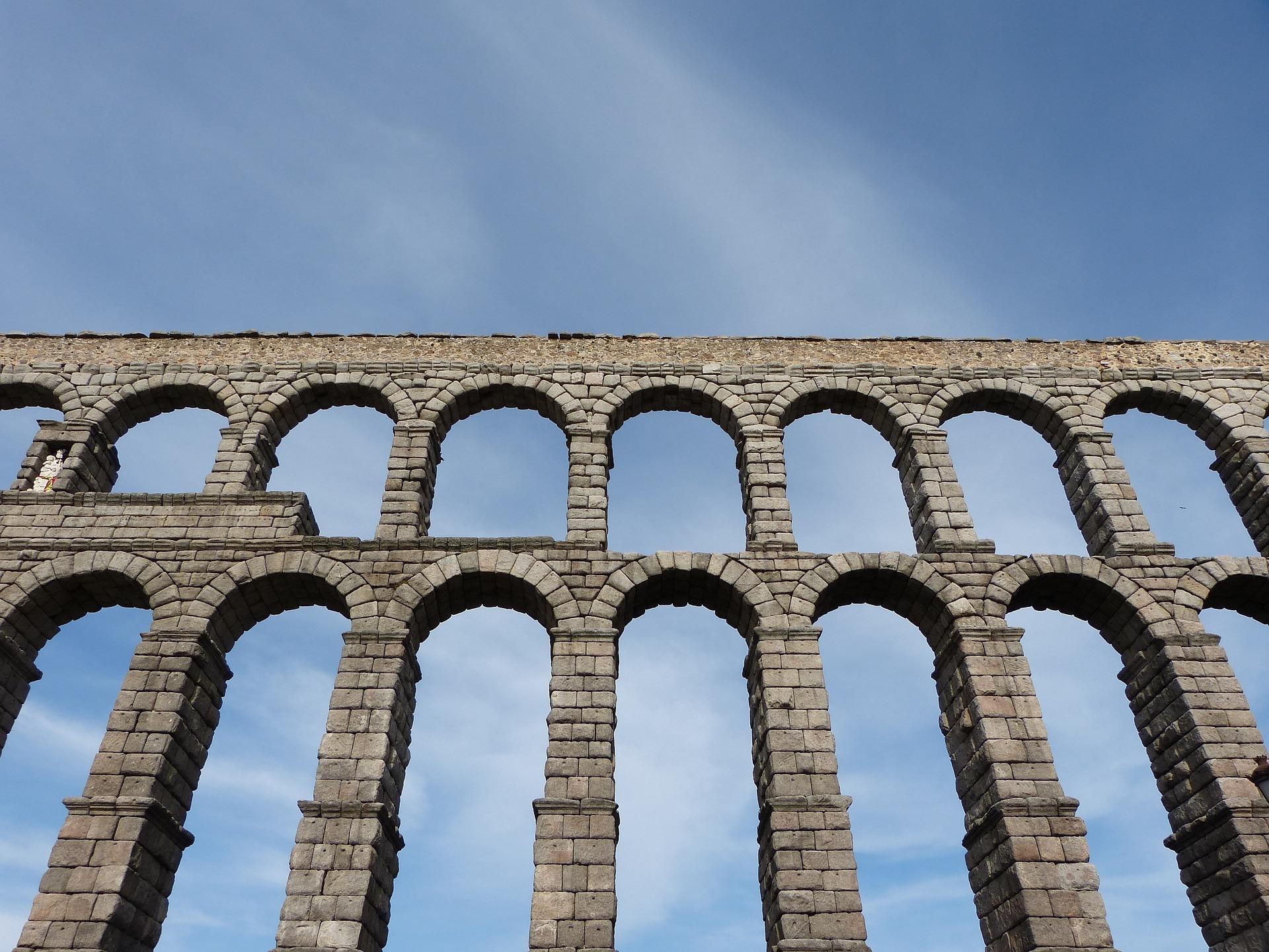 aqueduct-of-segovia-872295_1920.jpg
