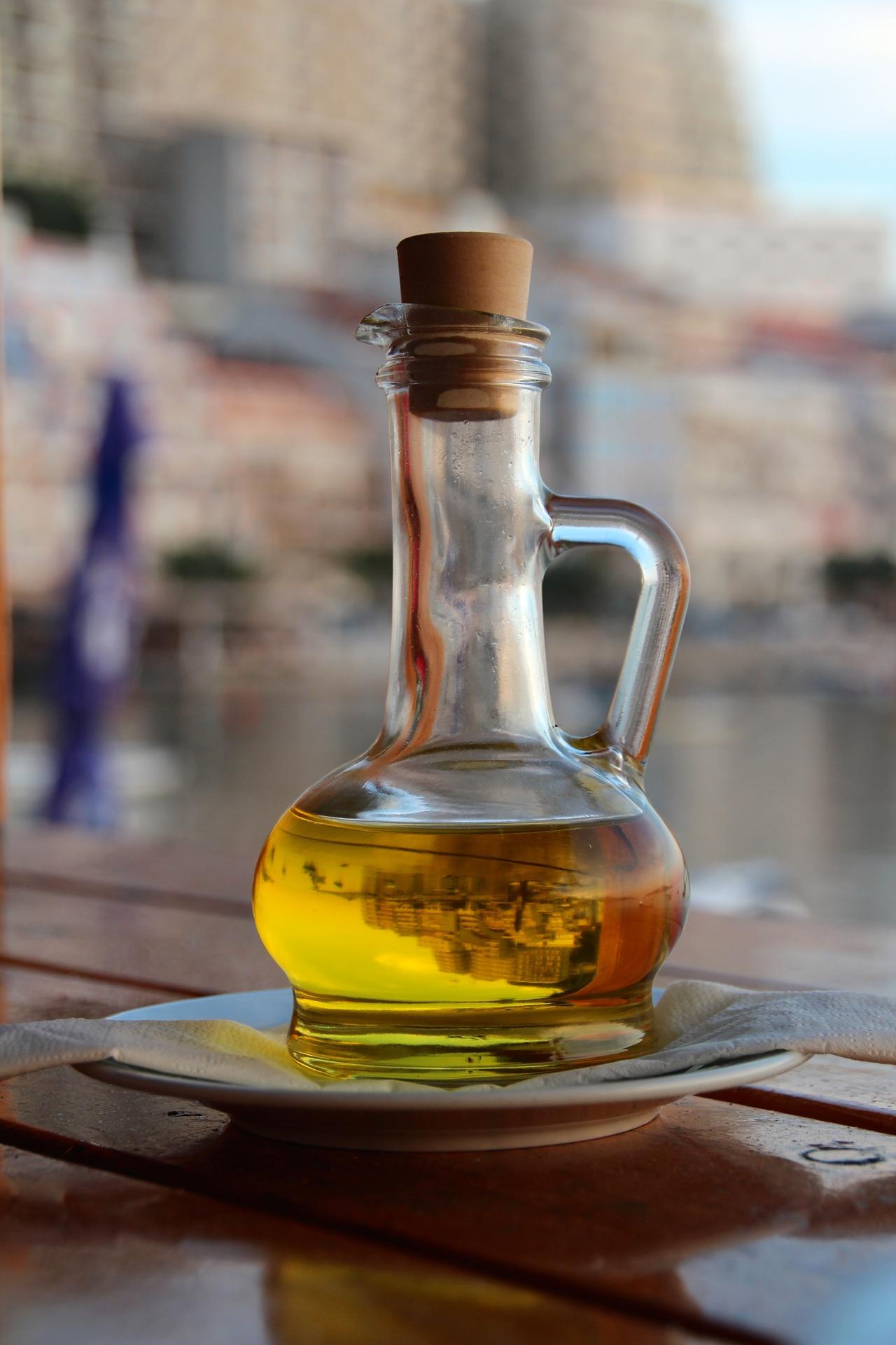 olive-oil-1028770_1920.jpg