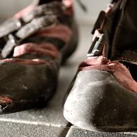 Támad a cipőszag