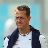Tizenöt fős orvosi csapat Schumacher mellett