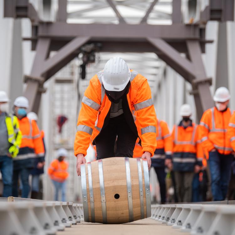 Közel 70 év után új vasúti szakasz épült a Duna felett Budapesten: különleges hídépítő hagyománnyal ünnepeltek
