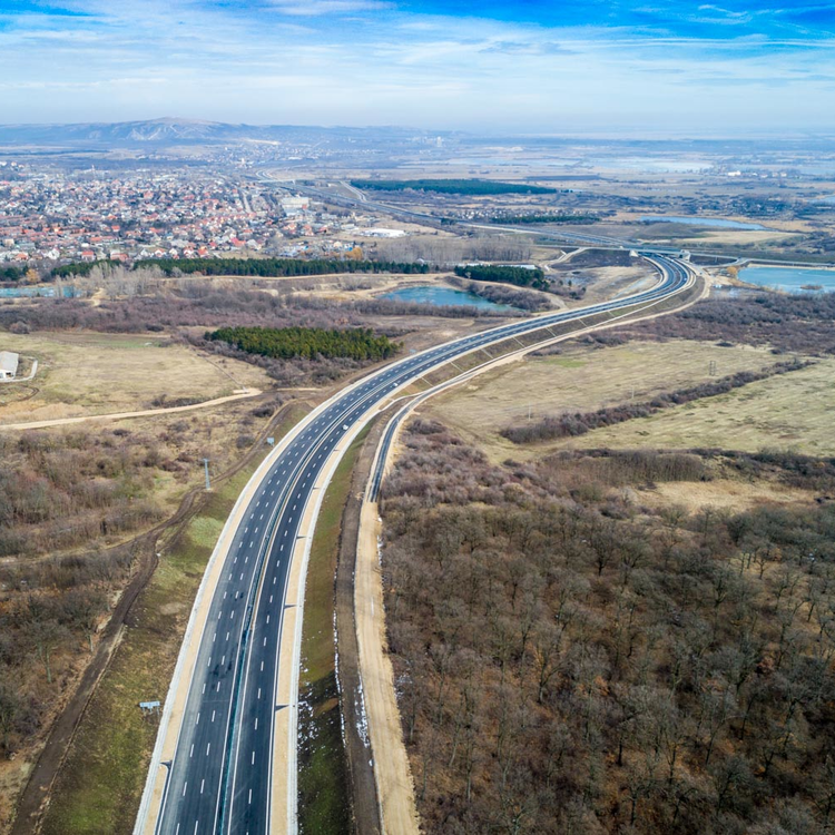 Elképesztő rekordot hozott 2020 a magyar útépítésben
