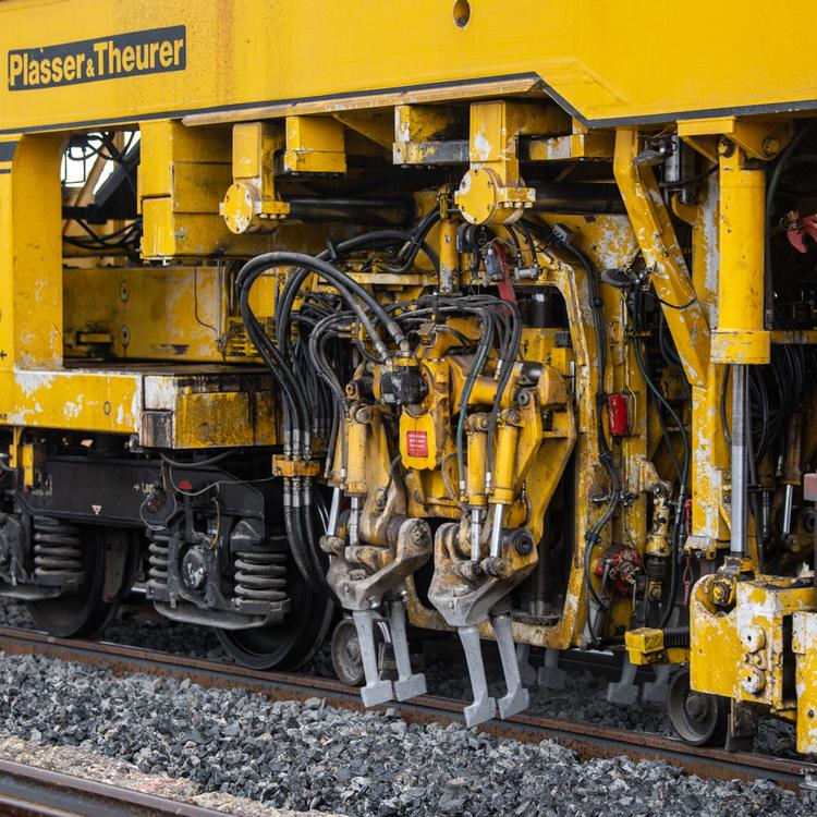 Duplázódik a vasúti pályák felújítását szolgáló MÁV-forrás