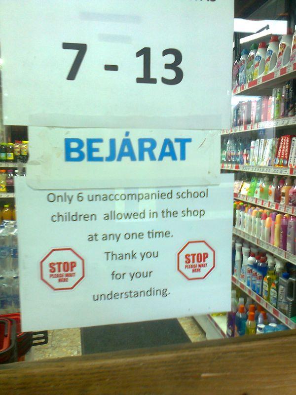 gyerekek_a_boltban.jpg