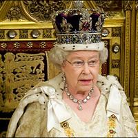 Már Erzsébet királynő is tájékozódik a magyar helyzetről
