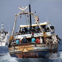 Európai aktivisták telefonos riasztórendszert állítanak fel a Földközi-tengeren bekövetkező halálesetek elkerülésére