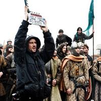 Harcolnak a vak lovagok - zászlóháború a fővárosi közgyűlésben