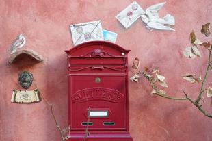 A postagalamb is a fejedre szarik, de az legalább elviszi a levelet.