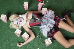 Tragédia! Éhen halt a moziban!