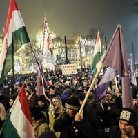 A Fidesz szerint aki tüntet, az mind hazaáruló csőcselék?