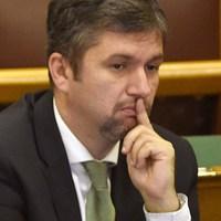 Hadházy embercsempészés és bűnpártolás miatt feljelentést tett a Gruevski-ügyben