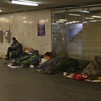 A Fidesz betiltotta a hajléktalanságot, de ezzel a saját alaptörvényével megy szembe