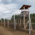 Tízezer vagy csak 15 voltot vezetnek a migránselhárító kerítésbe?