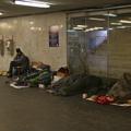 Az alaptörvényben tiltanák a hajléktalanságot – de alkotmányba foglalják a lakhatáshoz való jogot is?