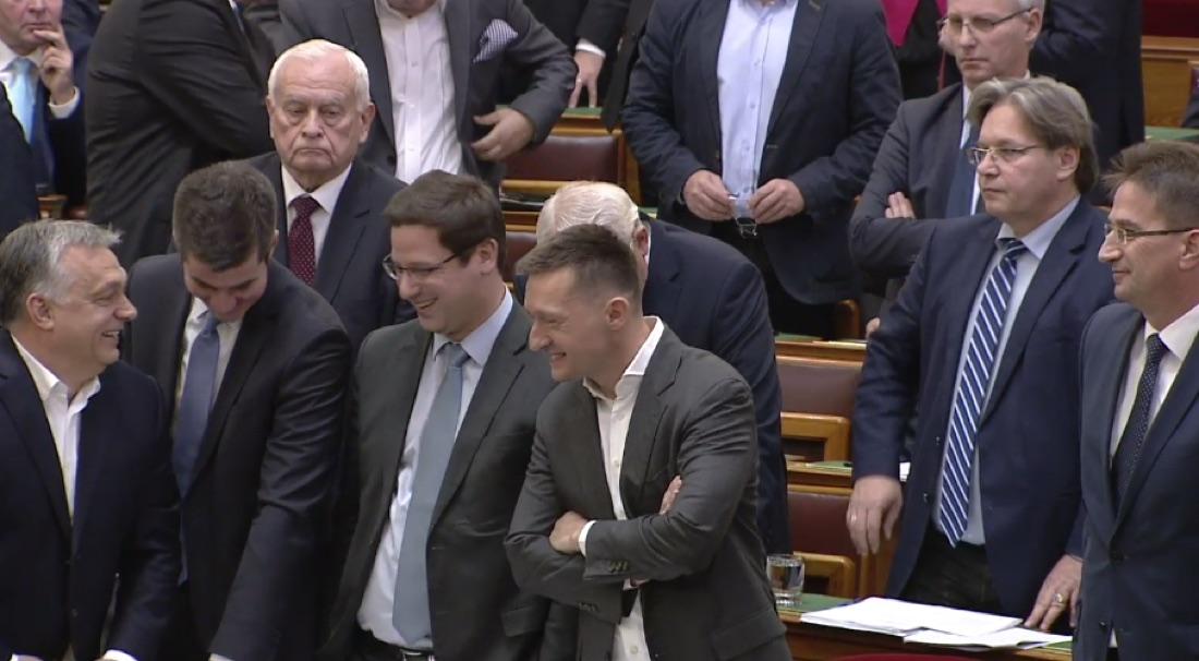 parlament111.jpg