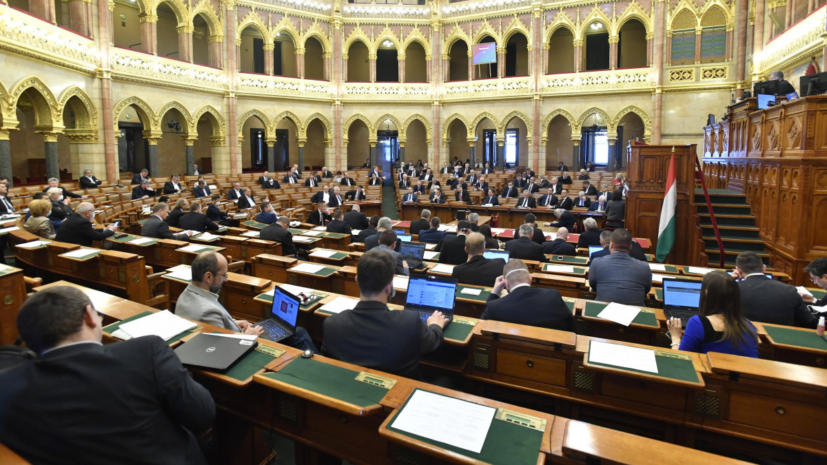 parlament_2.jpg