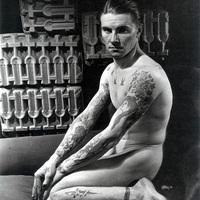 Variációk – Tetovált férfiak (1934-2006)