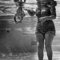A hét fotója  #233 - Ed Clark: A világ legfiatalabb úszója (1954)